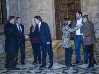 Representatives of CiU, ERC and the civil associations, ÒMNIUM, ANC and AMI, celebrate the agreement to call elections on September 27.  Photo:JOSEP LOSADA