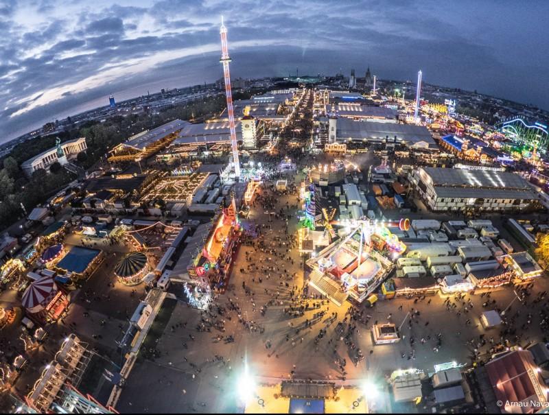 OctoberFest seen from the Ferris Wheel.  Foto:ARNAU NAVARRO