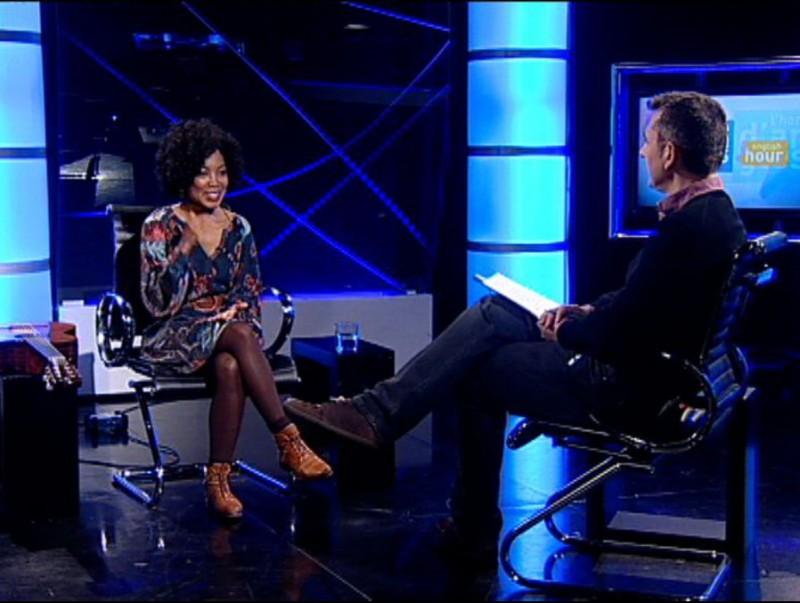 Anita Zengeza with Barney Griffiths on El Punt Avui TV. Foto:Arxiu